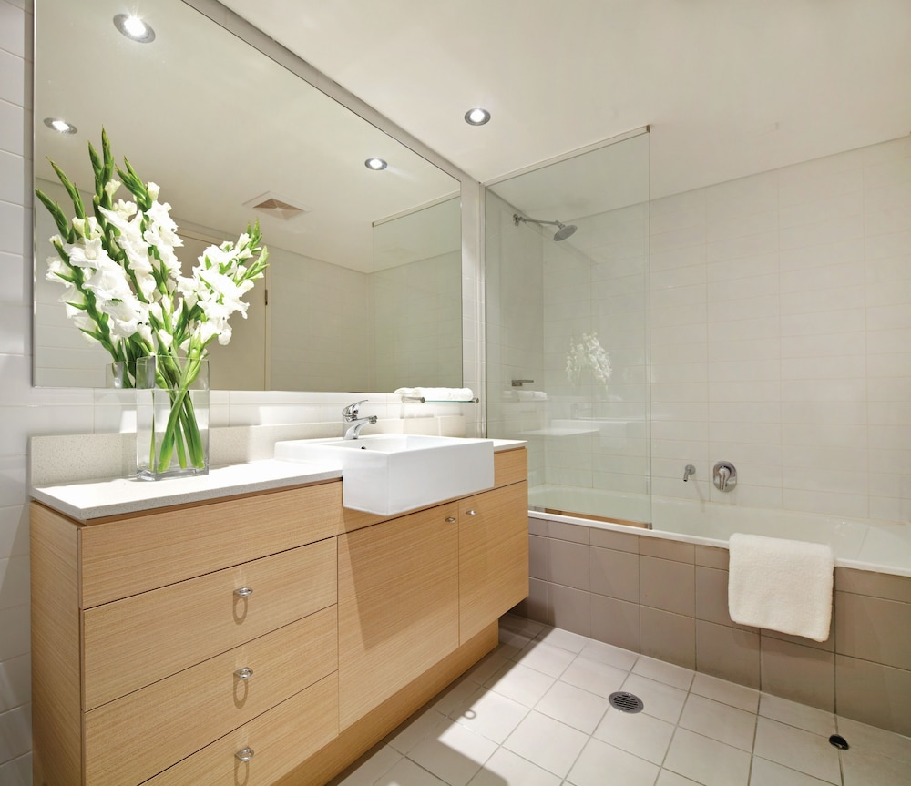 Bathroom, Adina Apartment Hotel Wollongong