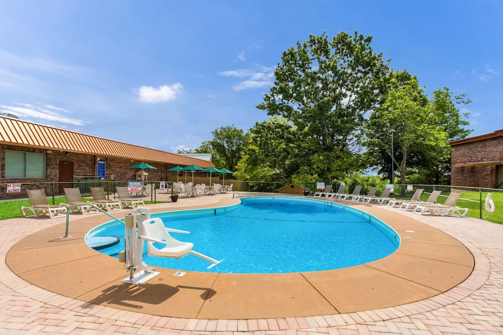 Pool, Red Lion Inn & Suites Branson