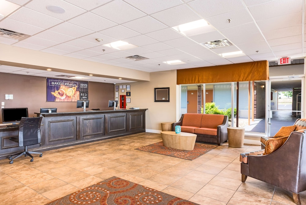Property Entrance, Red Lion Inn & Suites Branson