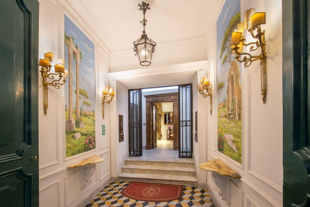 Property Entrance, Suite Opera Rooms