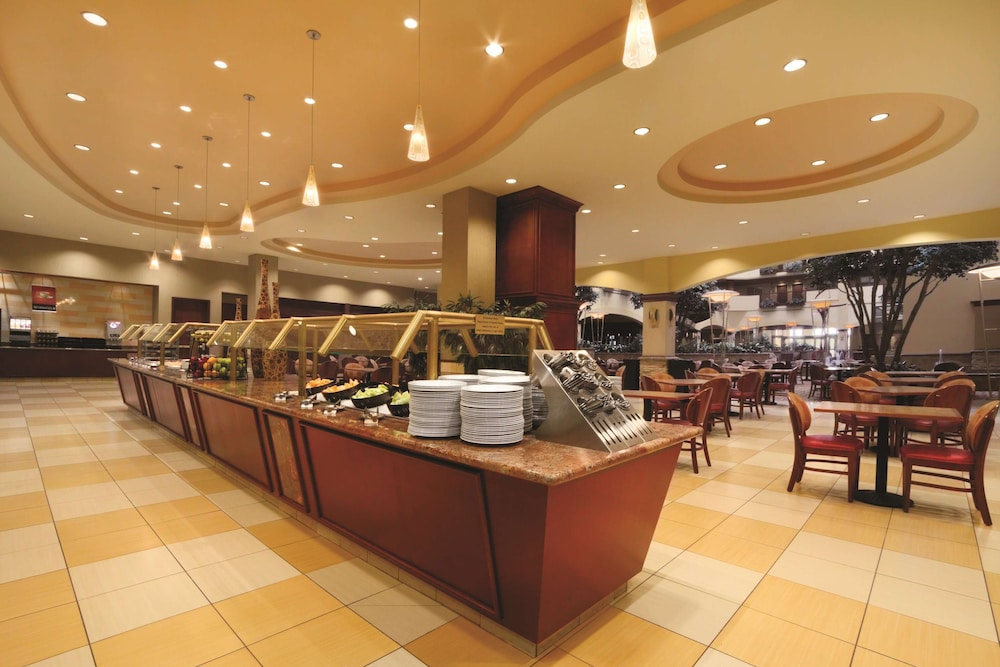 Restaurant, Embassy Suites Norman - Hotel & Conference Center