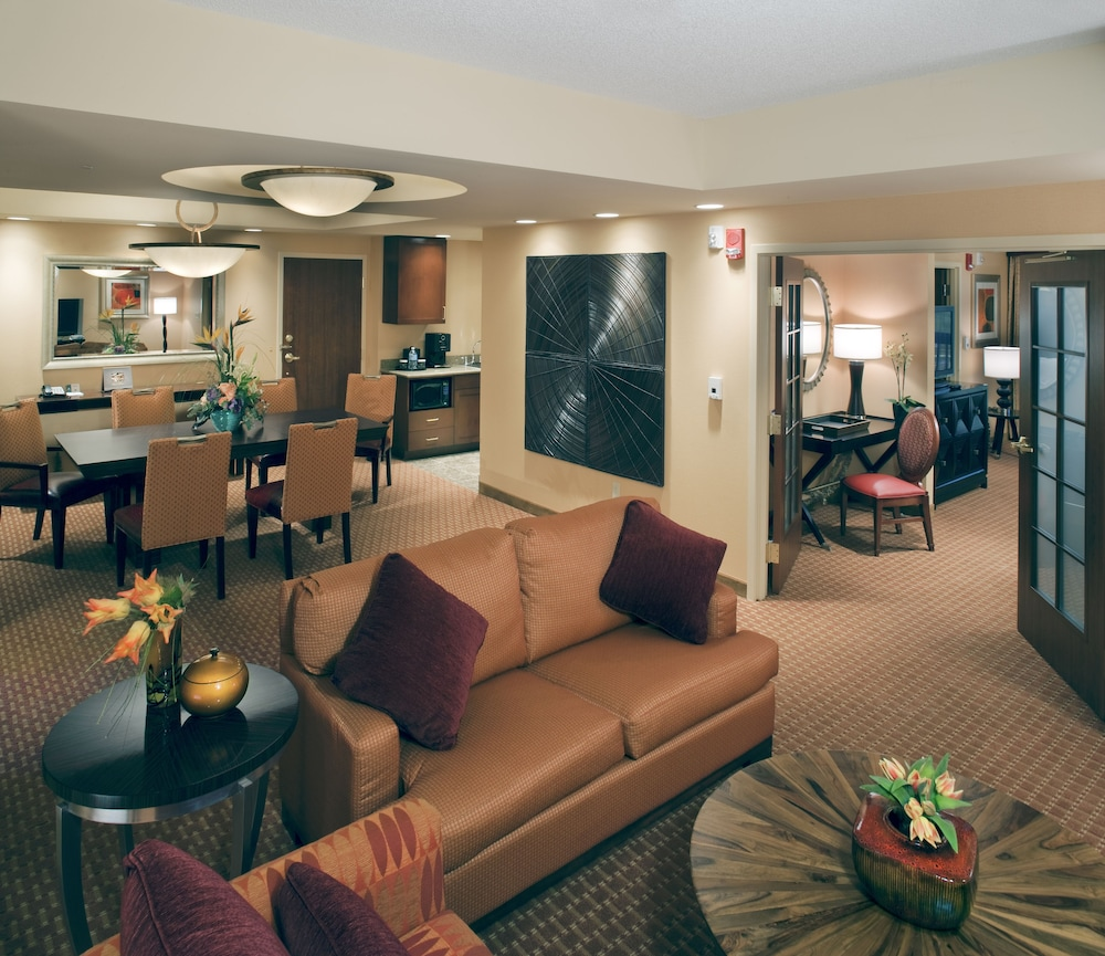 Living Area, Embassy Suites Norman - Hotel & Conference Center