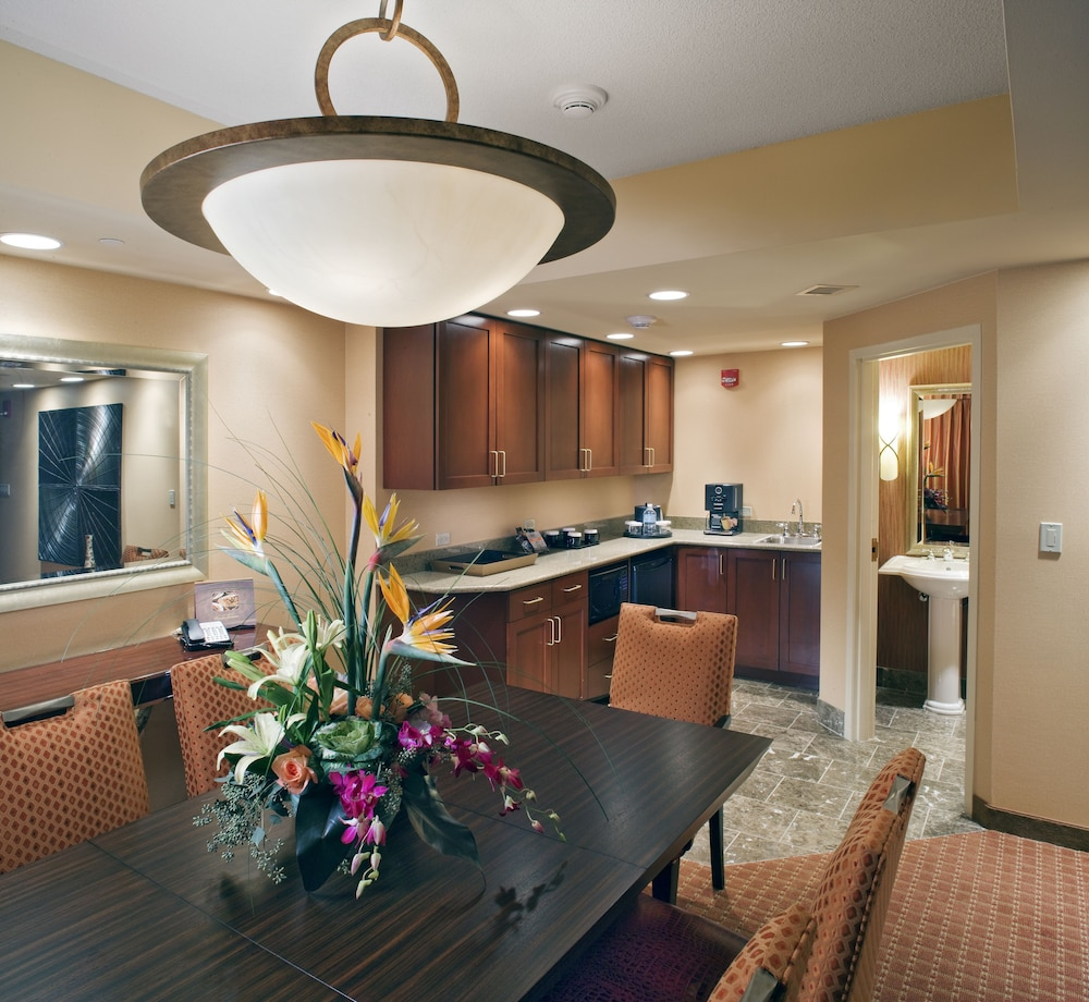 Private Kitchen, Embassy Suites Norman - Hotel & Conference Center