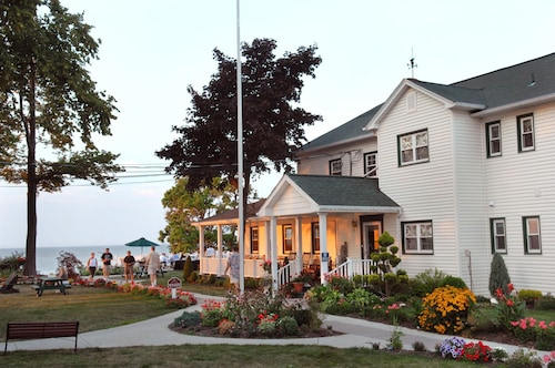 The Lakehouse Inn