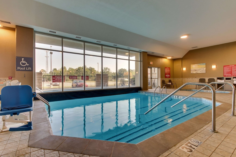 Pool, Drury Inn & Suites Meridian