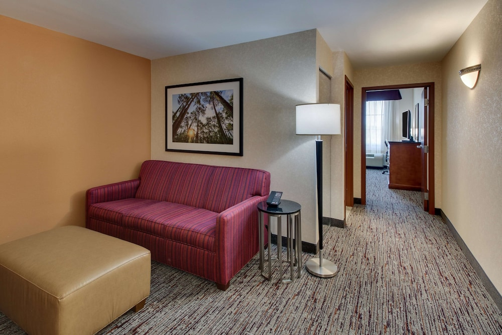 Room, Drury Inn & Suites Meridian