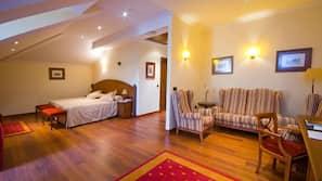Caja fuerte, escritorio, camas supletorias (de pago) y wifi gratis