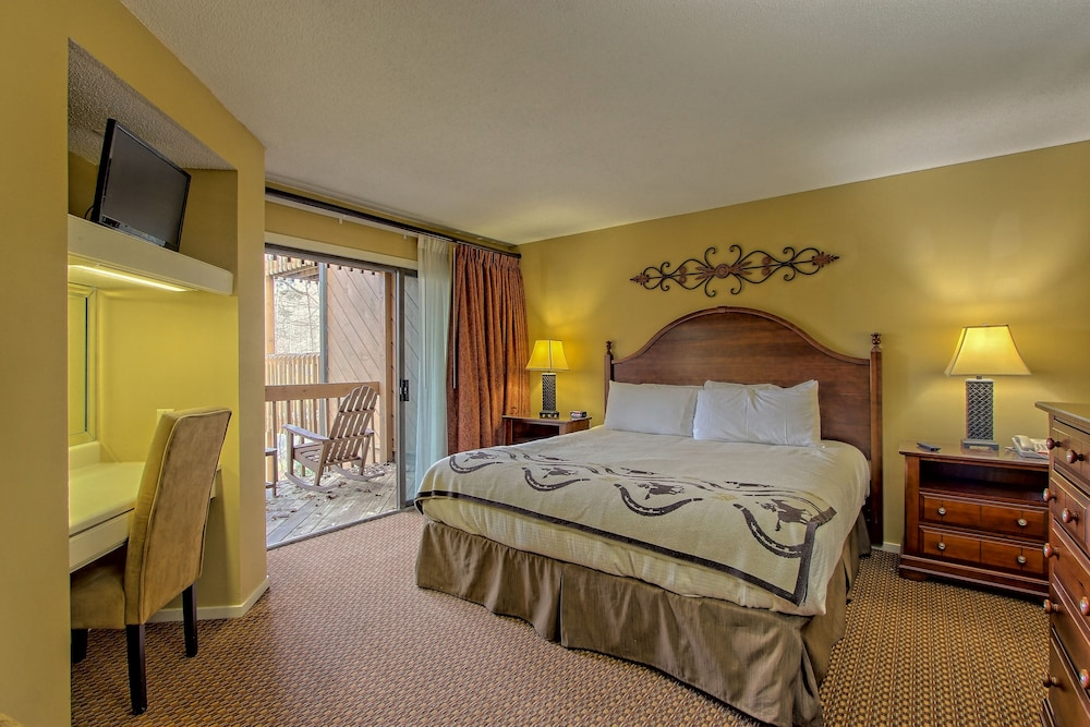 Room, Foxhunt at Sapphire Valley by Capital Vacations