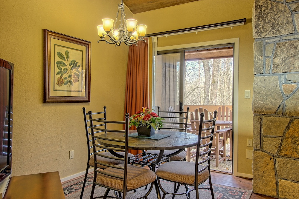 In-Room Dining, Foxhunt at Sapphire Valley by Capital Vacations