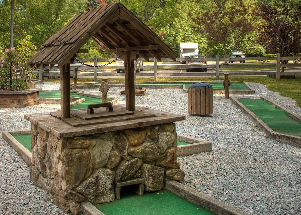 Mini-Golf, Foxhunt at Sapphire Valley by Capital Vacations