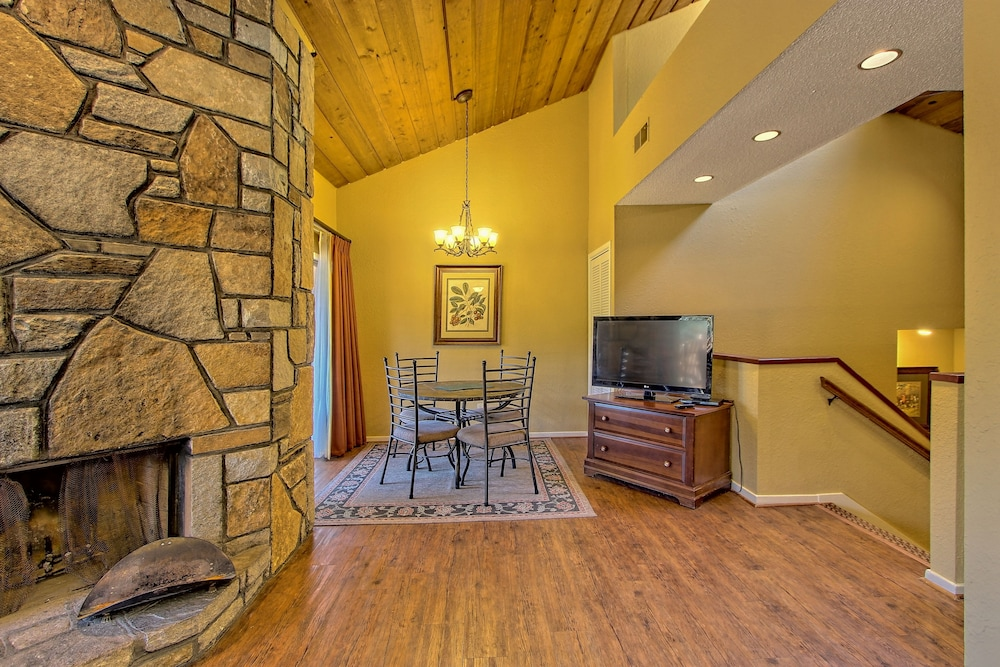 Living Area, Foxhunt at Sapphire Valley by Capital Vacations