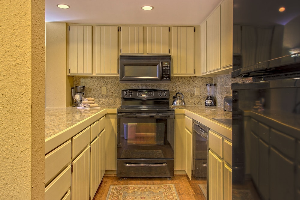 Private Kitchen, Foxhunt at Sapphire Valley by Capital Vacations