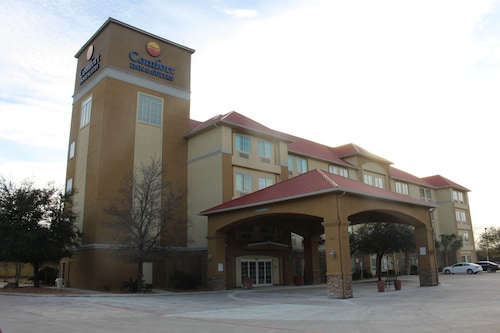 Comfort Inn & Suites Near Six Flags & Medical Center