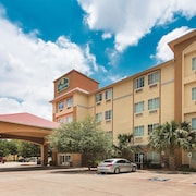 Cantera Inn & Suites