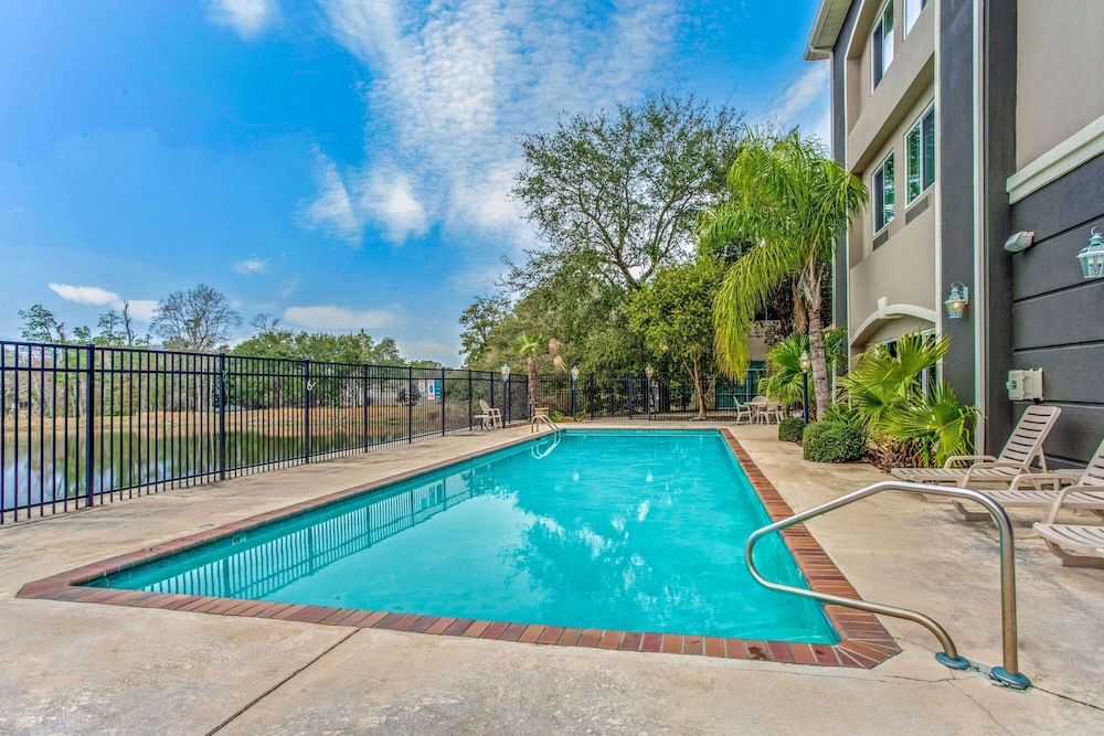 Pool, La Quinta Inn & Suites by Wyndham Biloxi
