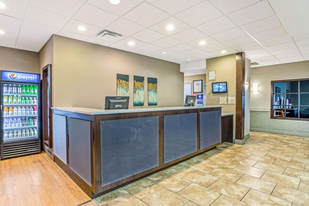 Lobby, La Quinta Inn & Suites by Wyndham Biloxi