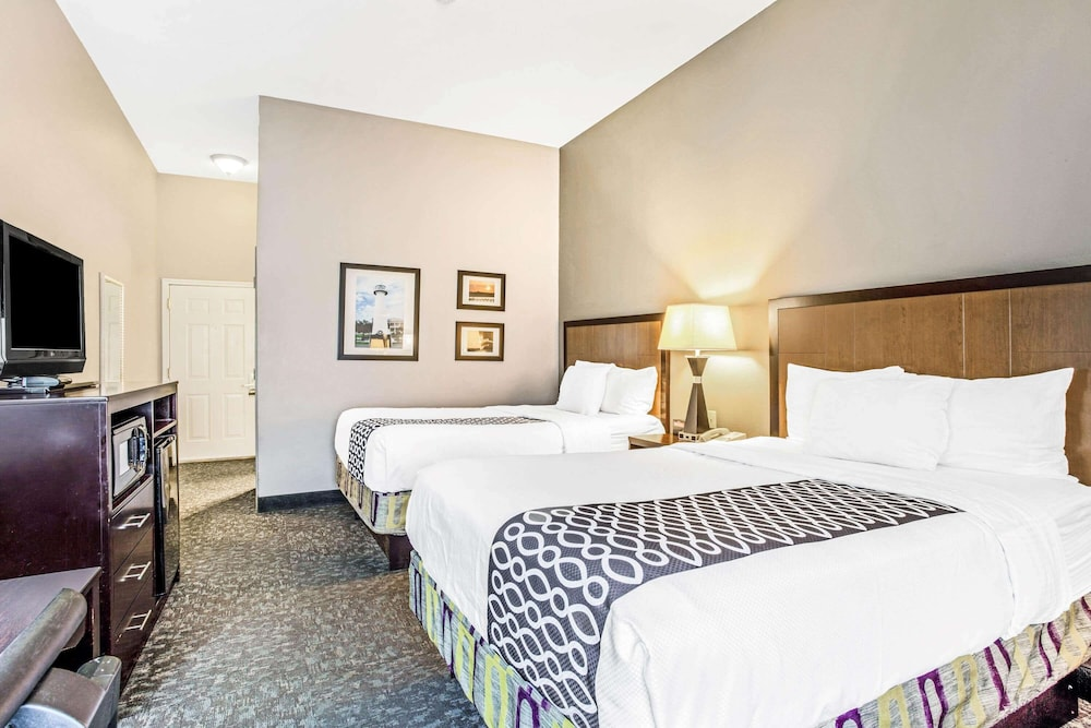 Room, La Quinta Inn & Suites by Wyndham Biloxi