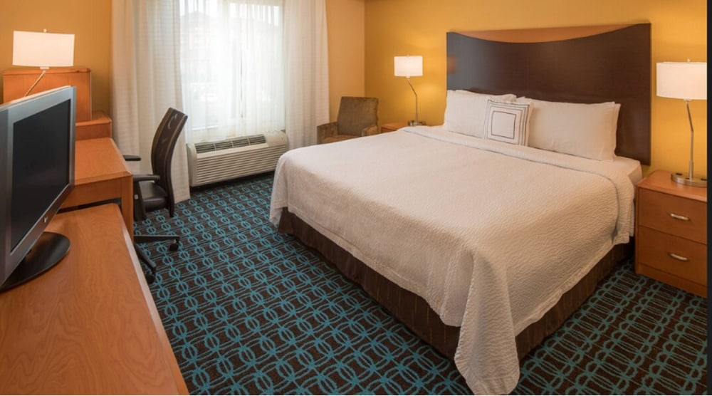 Room, Fairfield Inn & Suites by Marriott Portland North