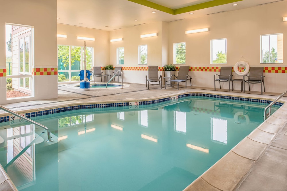 Pool, Fairfield Inn & Suites by Marriott Portland North