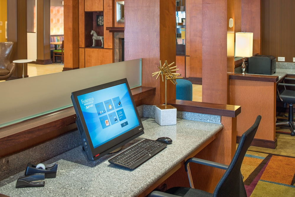 Business Center, Fairfield Inn & Suites by Marriott Portland North