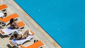 Seasonal outdoor pool, open 8:00 AM to 8:00 PM, free cabanas