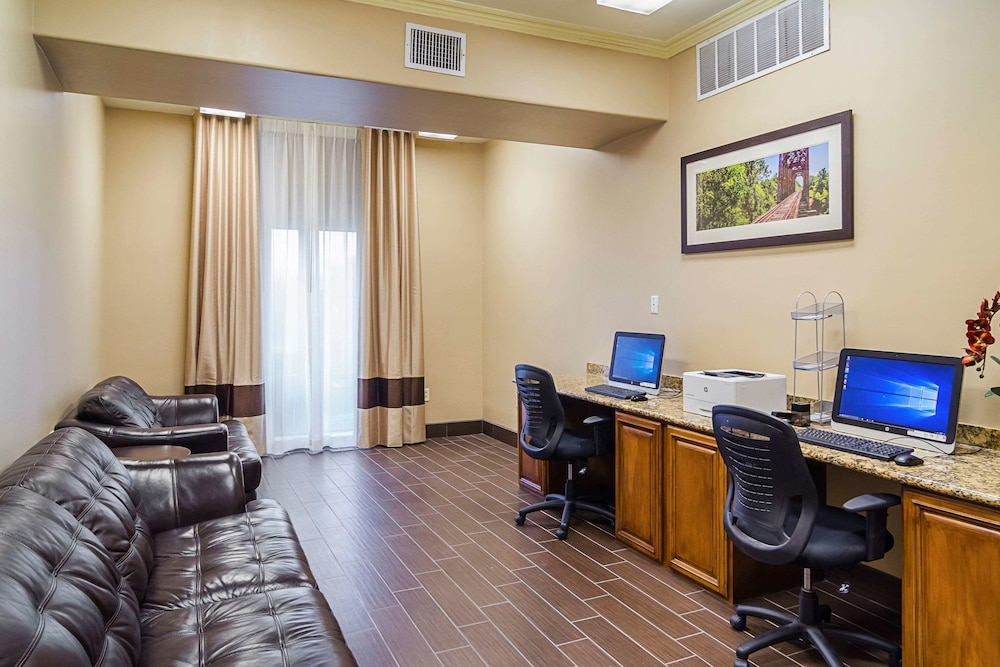Business Center, Quality Suites North IH 35