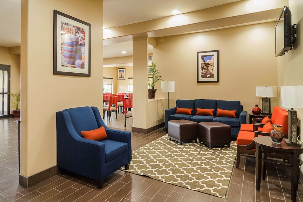 Lobby, Quality Suites North IH 35