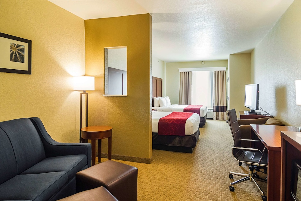 Room, Quality Suites North IH 35