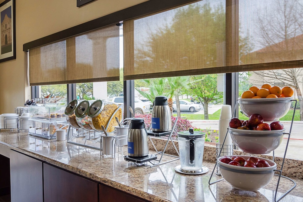 Coffee Service, Quality Suites North IH 35