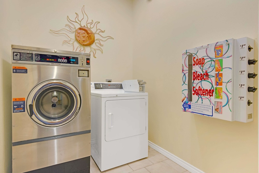 Laundry Room, Super 8 by Wyndham Austin/Airport North