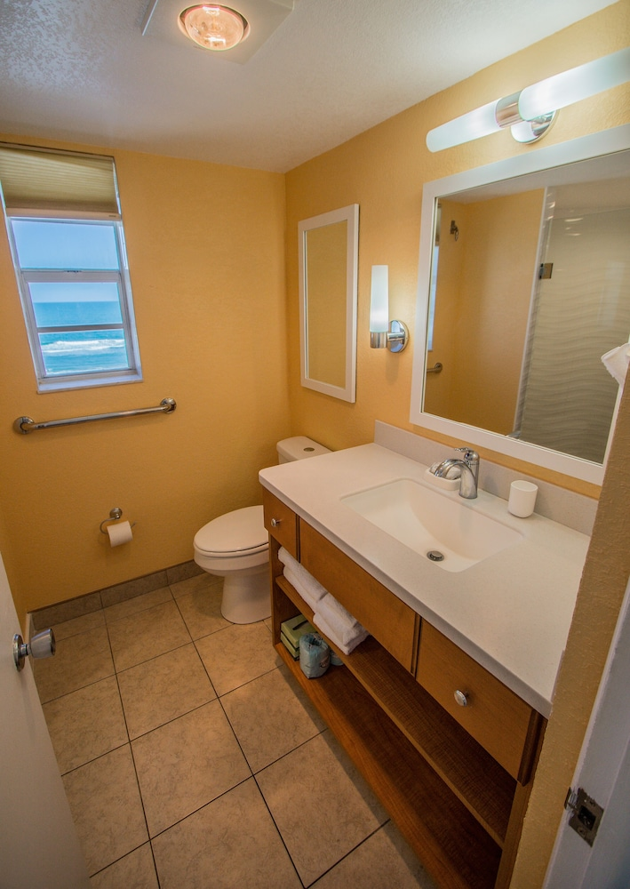 Bathroom, Sea Club IV