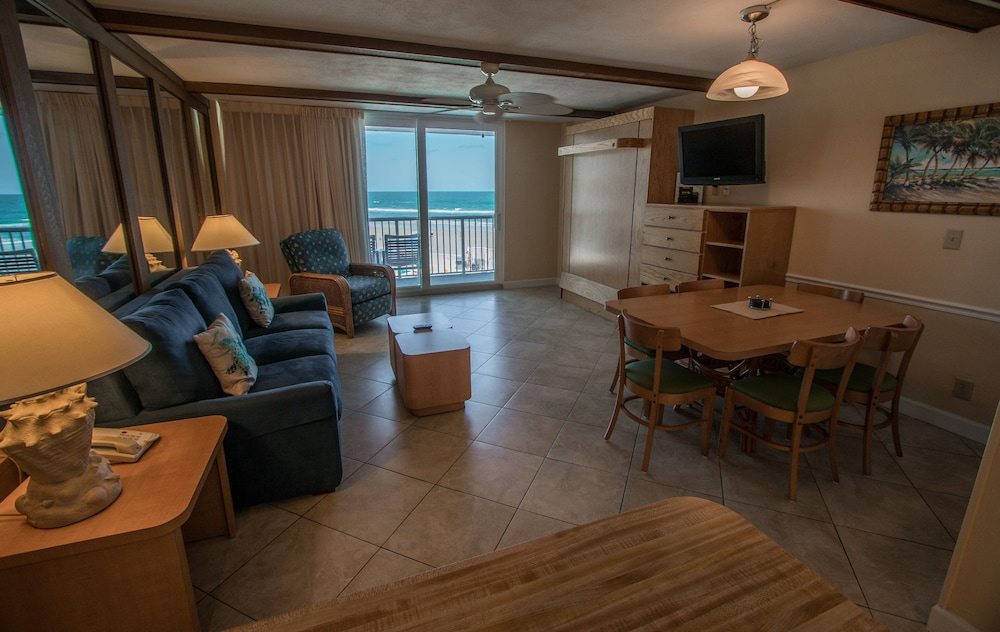 Living Area, Sea Club IV