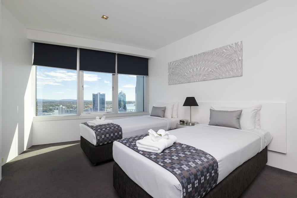 Q1 gold coast accommodation deals