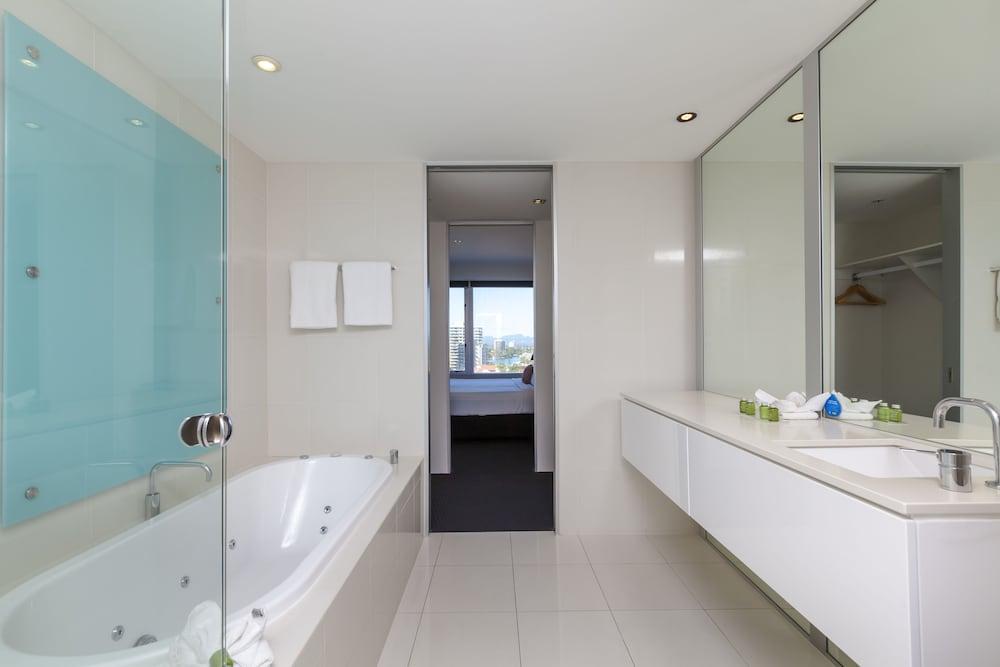 Q40 Resort Spa Deals Reviews Gold Coast AUS Wotif Best Q1 1 Bedroom Apartment Decor Plans