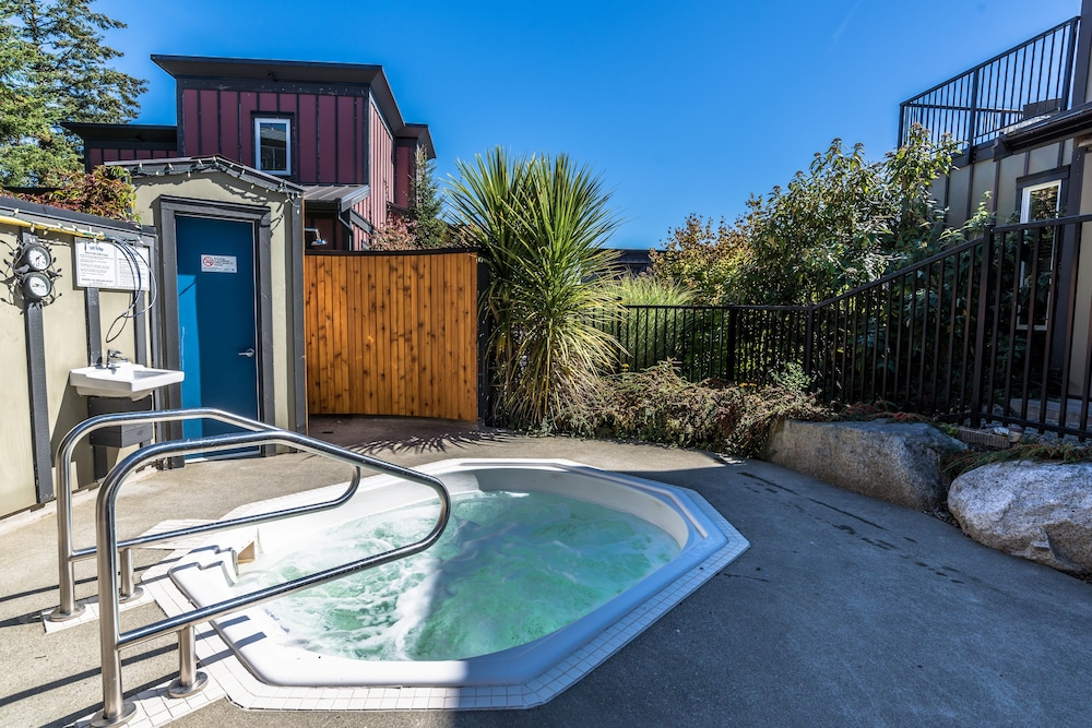 Outdoor Spa Tub, Sooke Harbour Resort & Marina