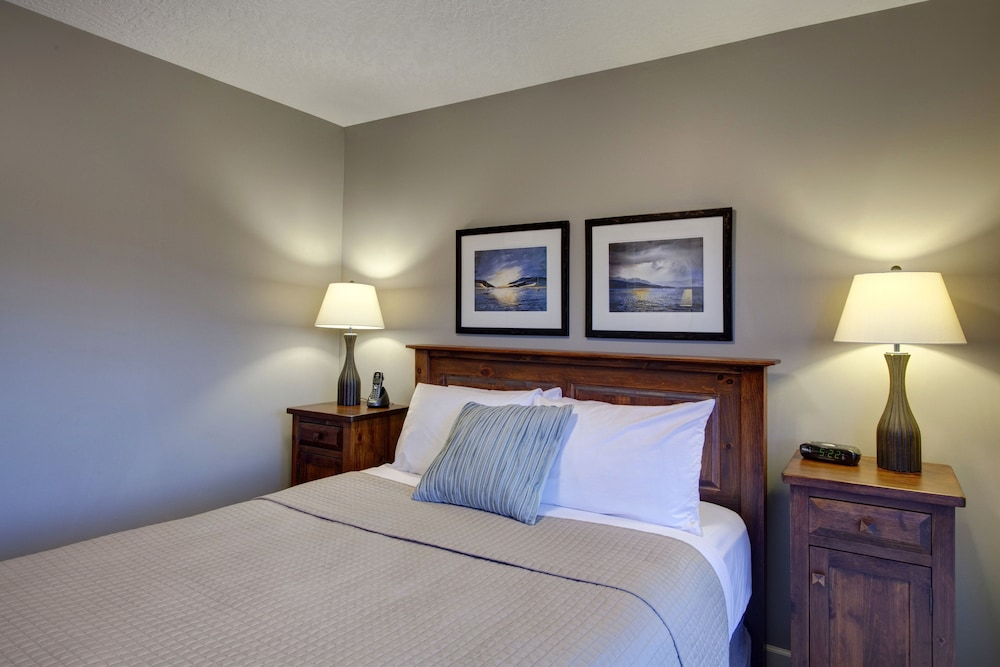 Room, Sooke Harbour Resort & Marina