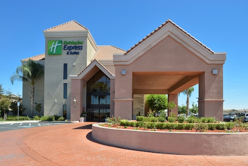 Great Place to stay Holiday Inn Express Hotel & Suites Lathrop - South Stockton near Lathrop