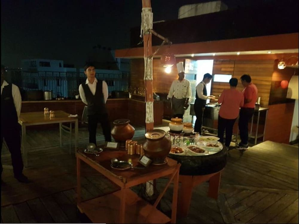Outdoor Dining, The Pride Hotel Chennai