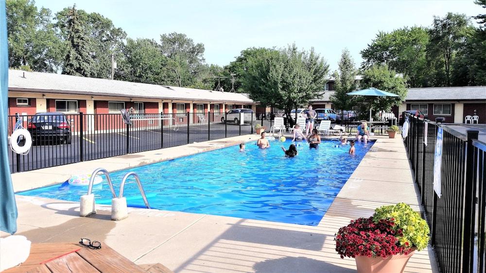 Swiss Cottage Inn Deals Reviews Niagara Falls Usa Wotif