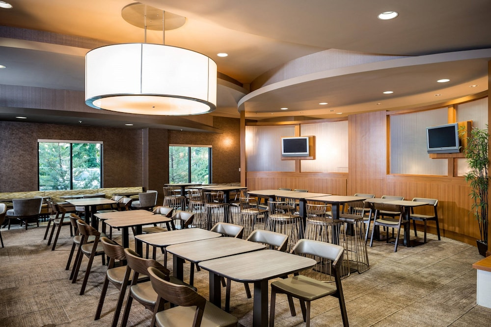 Restaurant, Springhill Suites by Marriott Hampton Coliseum