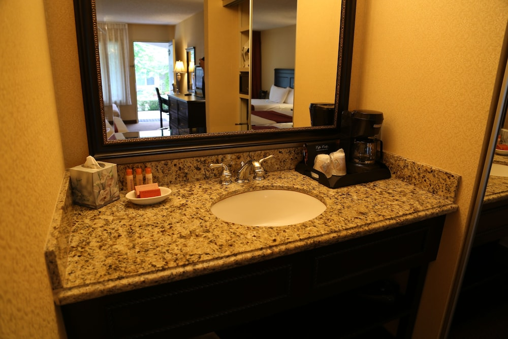 Bathroom, Laguna Hills Lodge