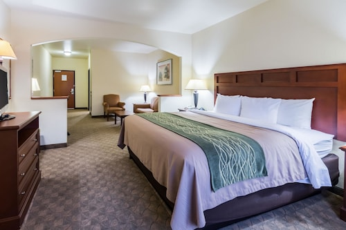 Great Place to stay Comfort Inn & Suites near Comanche Peak near Glen Rose