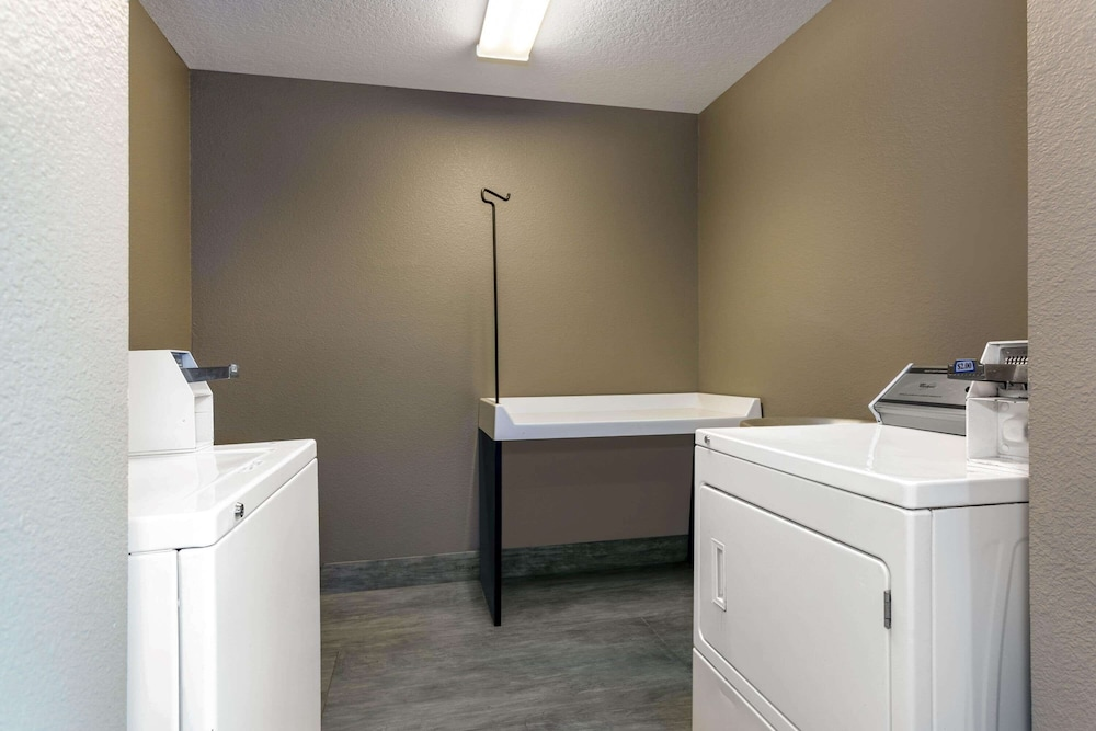 Laundry Room, La Quinta Inn & Suites by Wyndham Tampa Central