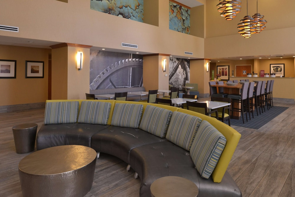Lobby, Hampton Inn & Suites Bakersfield North-Airport