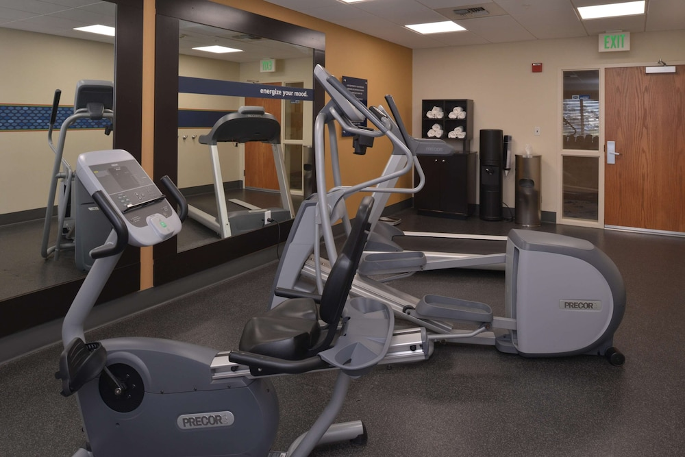 Fitness Facility, Hampton Inn & Suites Bakersfield North-Airport