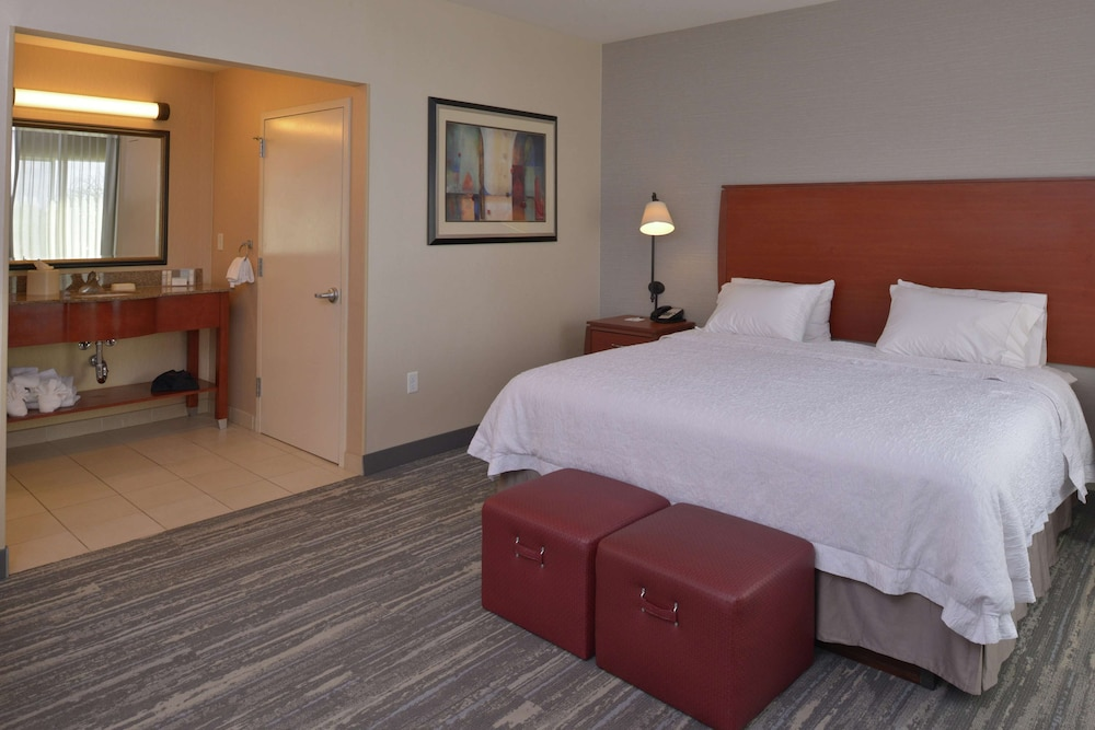 Room, Hampton Inn & Suites Bakersfield North-Airport