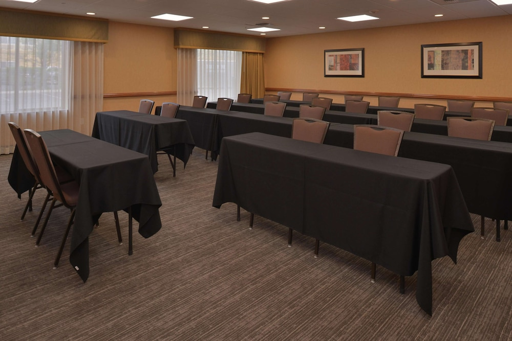 Meeting Facility, Hampton Inn & Suites Bakersfield North-Airport