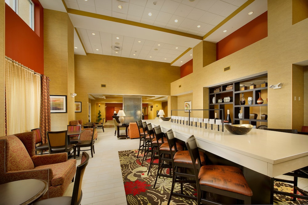 Lobby, Hampton Inn & Suites Lakeland-South Polk Parkway