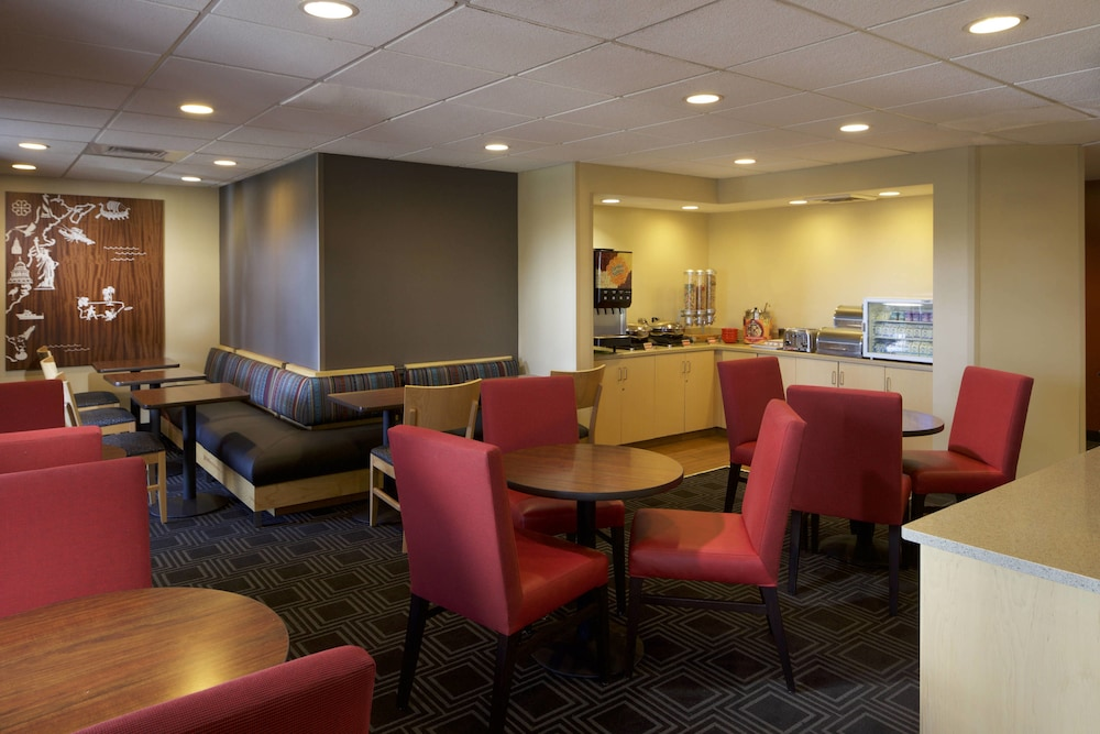 Breakfast Area, TownePlace Suites by Marriott Jacksonville