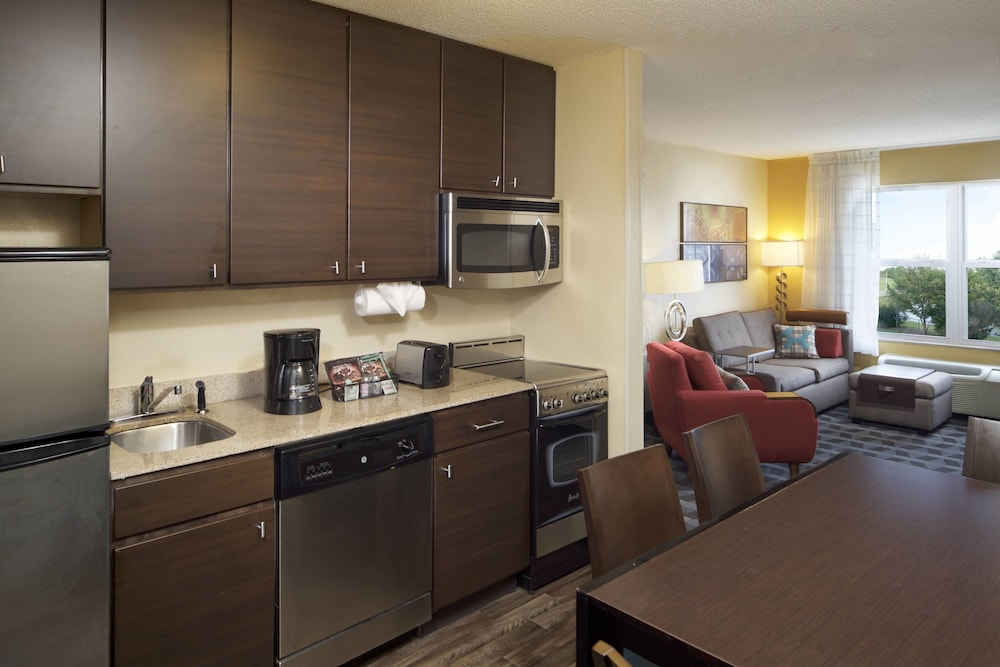 Private Kitchen, TownePlace Suites by Marriott Jacksonville